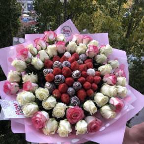 """Букет из клубники и роз """"Дубай"""""""